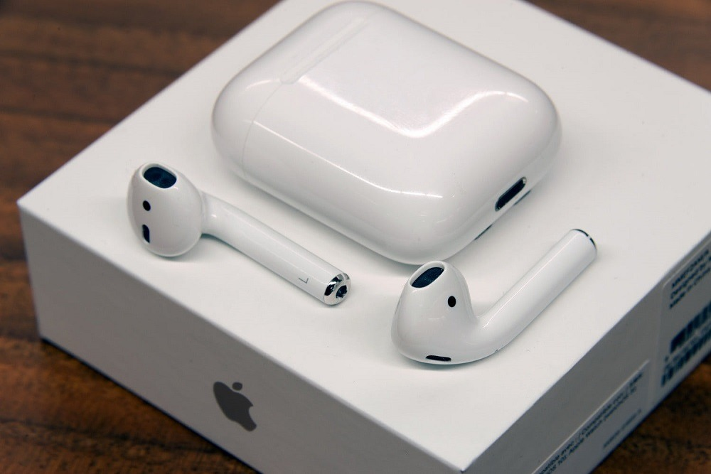 apple-airpods-wireless-earbuds
